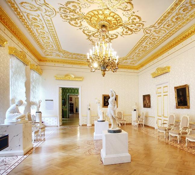 Выставка «Береженая вещь. Путешествие из Петербурга в Москву»